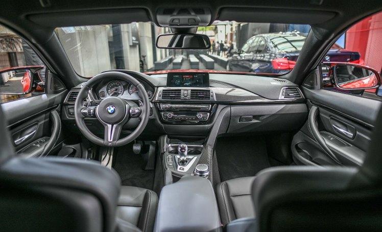 [新聞照片八] 全新BMW M4搭載全新iDrive介面、儀錶檯採縫線處理