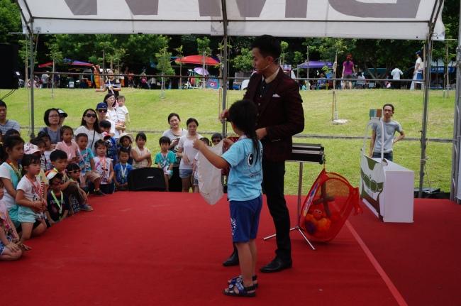 BMW 台北 依德 2017 兒童交通安全 體驗營 園遊會 活動 魔術表演 中和 永和 四號公園