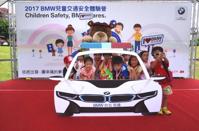 2017 BMW 台北 依德 兒童 交通安全 體驗營 中和 永和 四號公園 活動 合照 Children Safety BMW cares