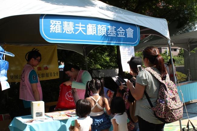 2017 BMW 台北 依德 兒童交通安全 體驗營 愛心攤位 羅慧夫顱顏基金會 中和 永和 四號公園 活動